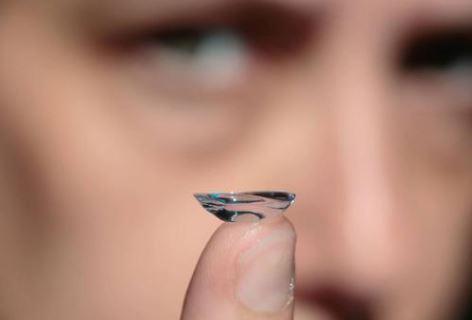Una lentilla robótica amplifica la visión en las personas